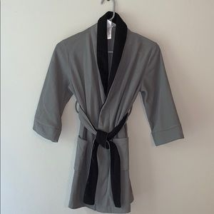Boys Cherokee gray robe size Small (6-7)